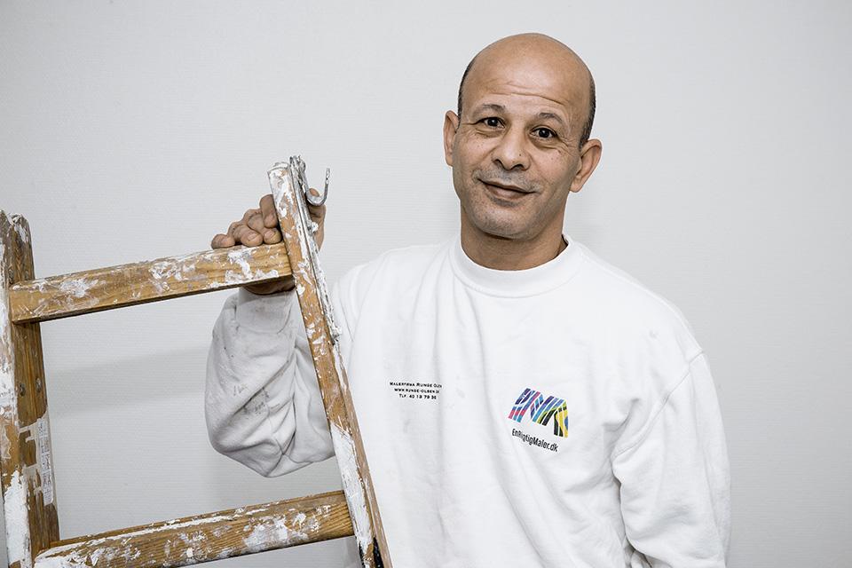 Ansat den 20 juli 2015, udlært i Syrien og har efterfølgende tillært sig den danske standart for malerarbejde. Øver sig i at blive rigtigt god til dansk.  Speciale: Alle former for malerarbejde undtagen tapetarbejde.
